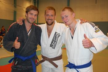 Johan och Max från Gladius med sina nya blåbälten runt midjan!