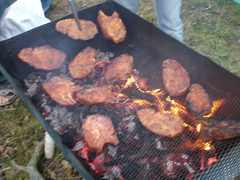 Kvällens måltid grillas