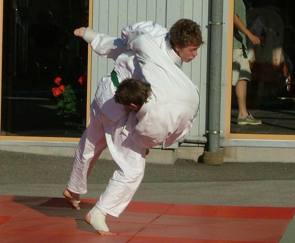 Antons hårda nedtagning i hans och Örjans BJJ match.