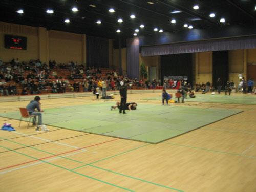 Arenan, de använde sig bara av två mattor vilket gjorde att tävlandet drog ut på tiden.