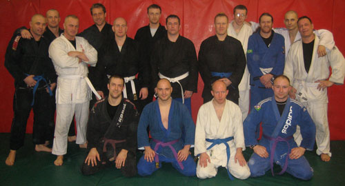 Here we have a group-photo from the last day at the BJJ-course, as you can see it looks like some guys got their new belts before the photo?