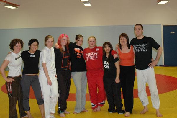 På bilden ser vi från vänster: Ingrid, Anna, Moa, Emma, Hanna, Sanna, Souma, Annabell och Martin.