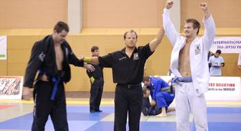 "Mikael ""Belgian blue belt"" Knutsson(Gladius MMA) tog guld efter tre raka submissions! (blåbälten)"
