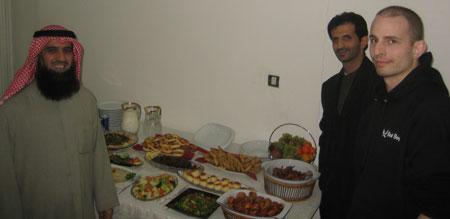 På avslutningsdagen av kursen blev vi bjudna på superbuffé hemma hos Mohammed (bredvid August)