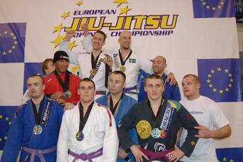 Svenska laget vann över Polen i lag tävlingen (lilabälten heavyweight)