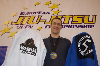 Martin guld i -88,3 kg och brons i öppna klassen. (Lilabälten)