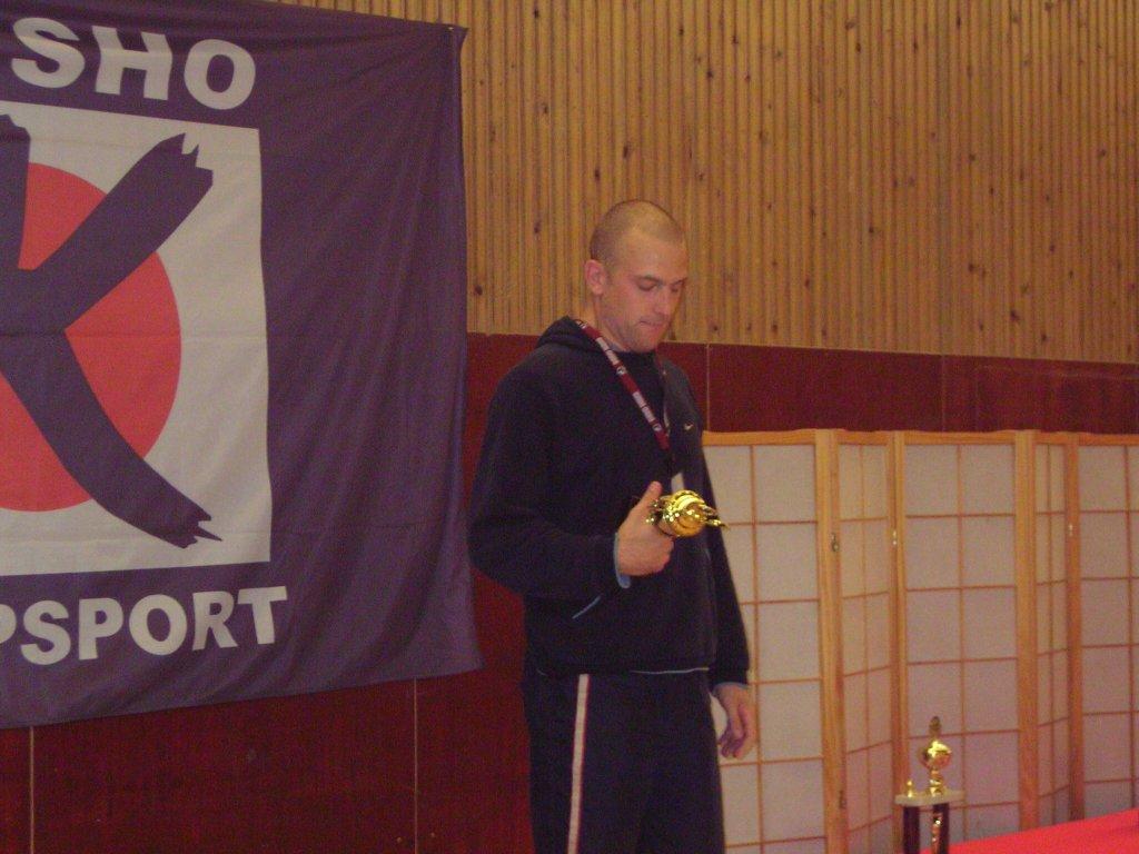 Bild ifrån prisutdelningen i herrarnas öppna viktklass där Martin tog ett brons.