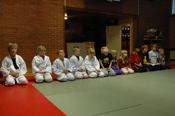 Efter graderingen fick barnen sitta och slappna av i Mokuzoe.