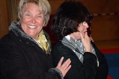 Eva Öhlin och Elisabet Ekenberg, några av initiativtagarna till projektet (förfärande av träningen)