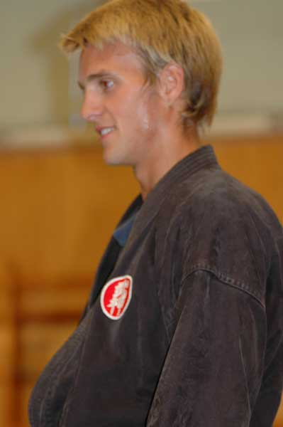 I början av graderingen instruerade Olof Kihon, då ser han ganska fräsch ut fortfarande!
