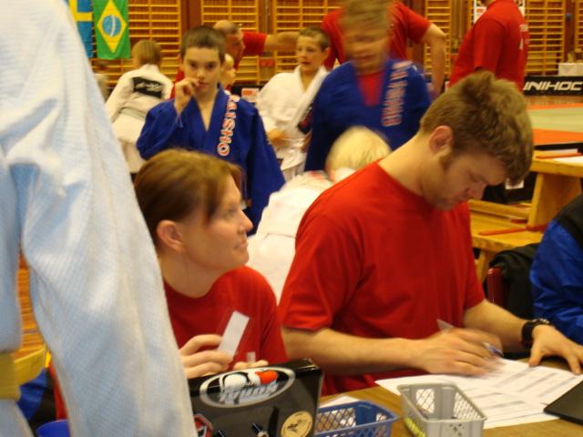 Jaana och Mikael registrerar
