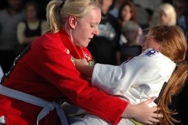 Julia och Karin in action