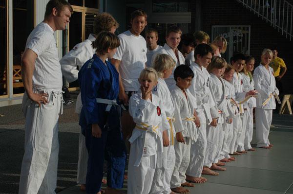 Hela uppvisningstruppen uppställd innan uppvisningen.